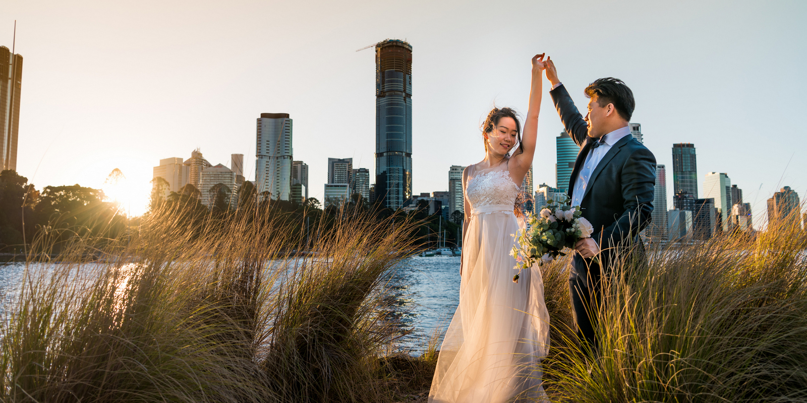 Wedding photo at Kangroo Point of Brisbane