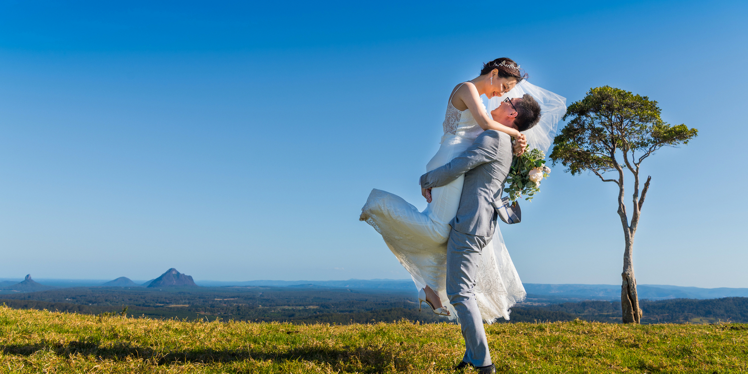 wedding photo at one tree hill in Maleny